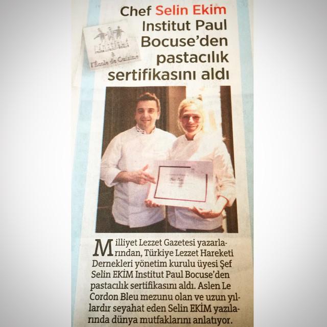 Dün Milliyet'te yayımlandı☺️ ve ne yalan söyleyeyim çok hoşuma gitti. Alt tarafı bir sertifika olsa da, insan sanki atomu parçalamış gibi gurur duyuyor kendiyle  #selinekim #chef #InstitutPaulBocuse #JeromeLangillier