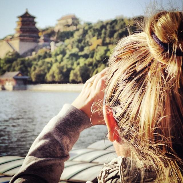 Yoo selfie değil !!! Selfie falan yoktu o zamanlar Yıl 2012... #Çin / #Pekin Yazlık Sarayı zoomlamaya çalışırken #selinekim #chef #China # Beijing #SummerPalace #travel