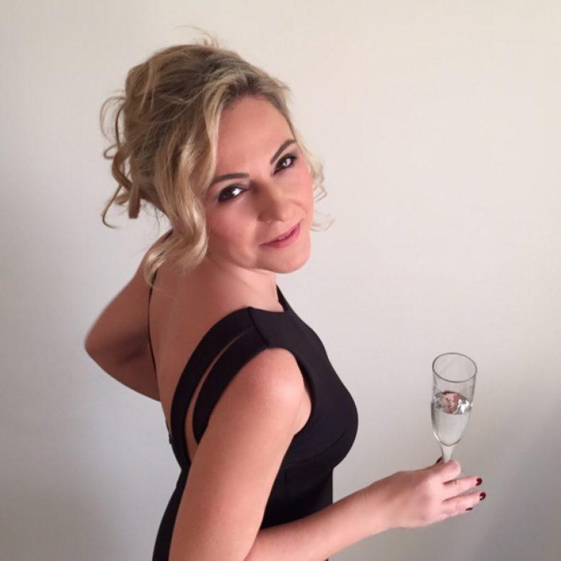 Şampanya patlatanlara bir tane de siz patlatın !!